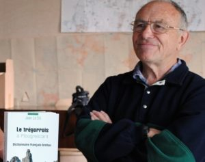 Hommage à Jean Le Dû, professeur émérite de Breton et Celtique à l'Université de Bretagne Occidentale.