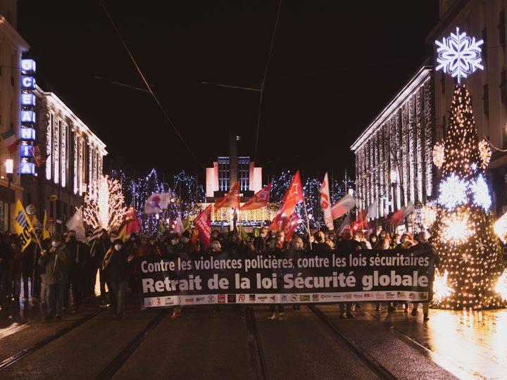 Contre la politique sécuritaire, la lutte continue ! Rassemblement samedi 12 décembre, 15h, place de la Liberté.